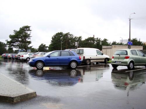 Keset parklat parkinud Audi