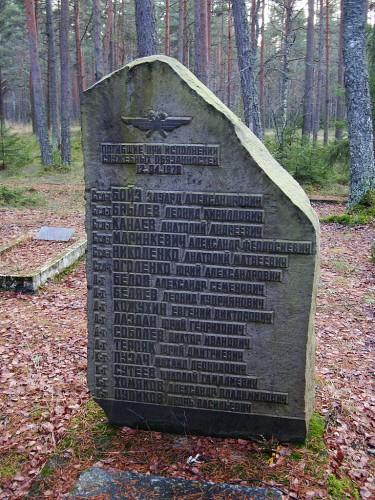 12-04-1978 juhtunud õnnetuse mälestusmärk Äamari lendurite kalmistul