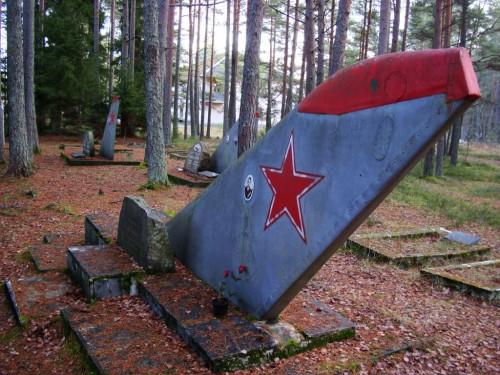 Lendurite kalmistu Ämaril