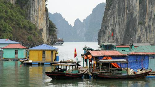 Ujuv kaluriküla, Halong Bay